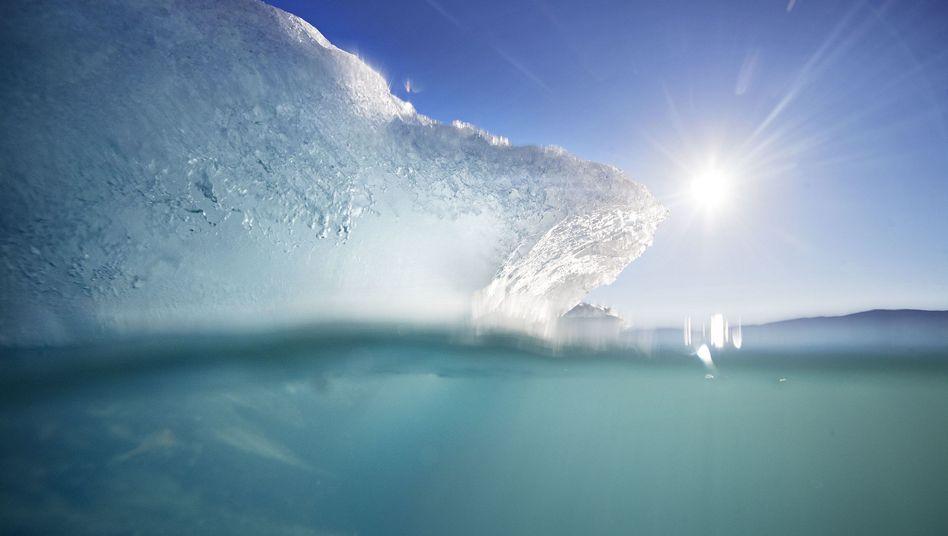 Schwimmender Eisberg im Fjord vor der grönländischen Hauptstadt Nuuk (im August 2017)