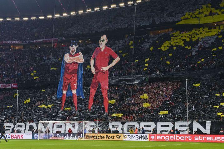 """Choreografie der Bayern-Fans: """"Badman und Robben"""""""