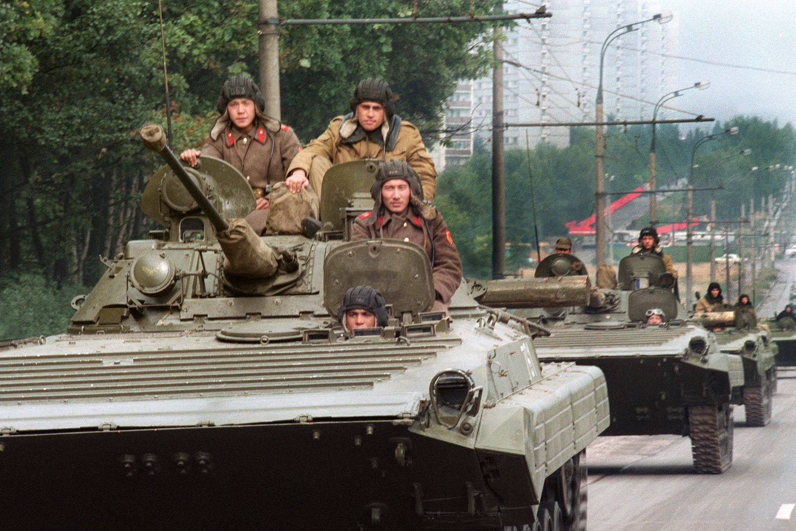 RUSSIA-COUP-TANKS