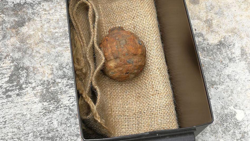 Handout der Polizei: Granate aus dem Ersten Weltkrieg