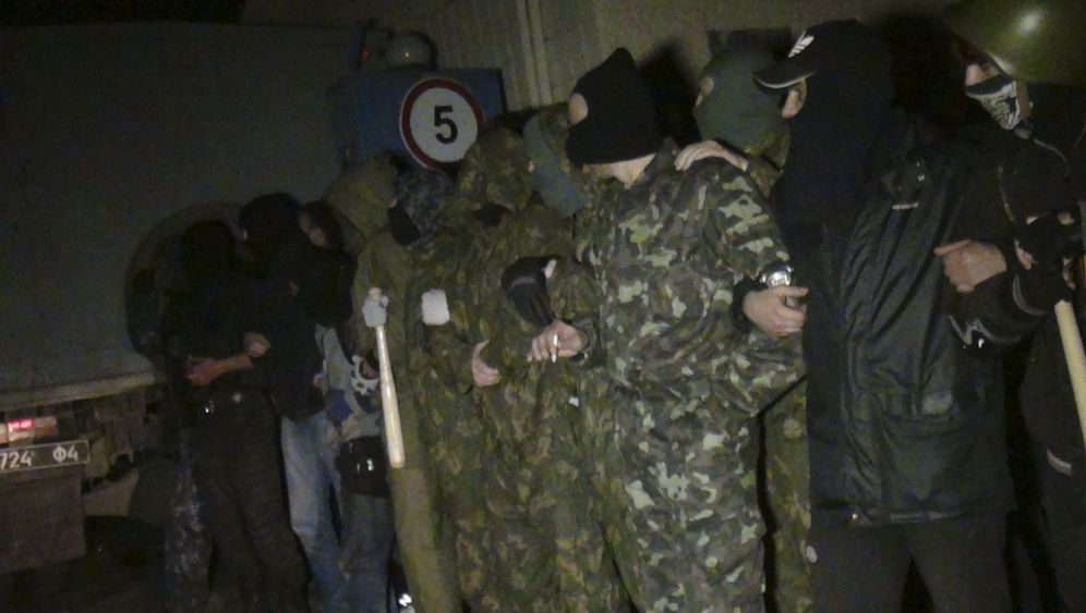 Aufstand im Osten: Schusswechsel auf Stützpunkt in Mariupol