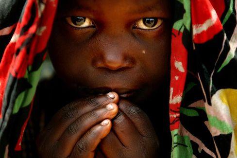 """Mädchen in einem Flüchtlingslager im Kongo: Forderung nach """"sofortigem Waffenstillstand"""""""