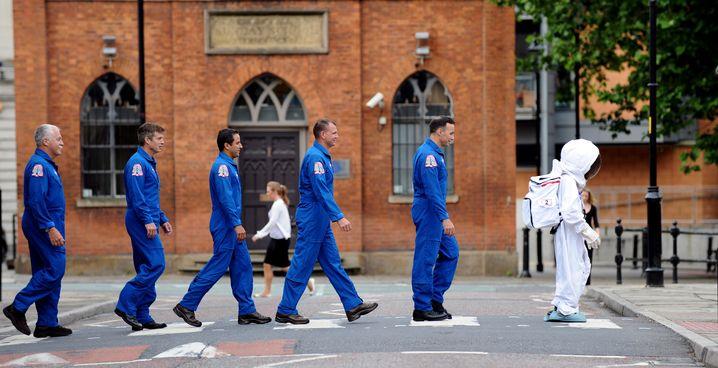 Teilweise ungeschützter Außeneinsatz: Astronauten der Herne-West-Mission.