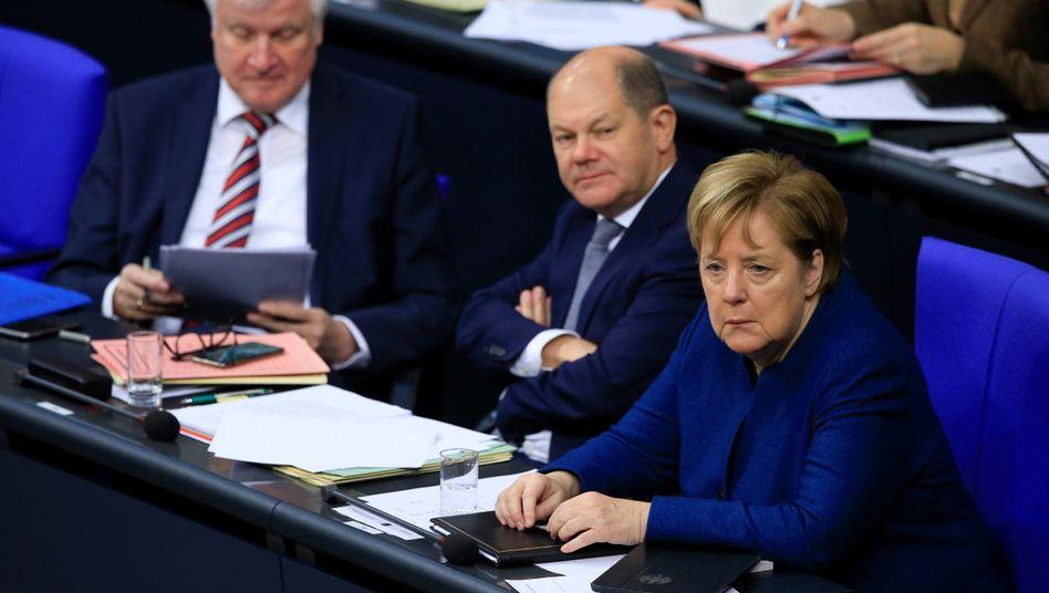 Horst Seehofer (links), Olaf Scholz (Mitte) und Angela Merkel.