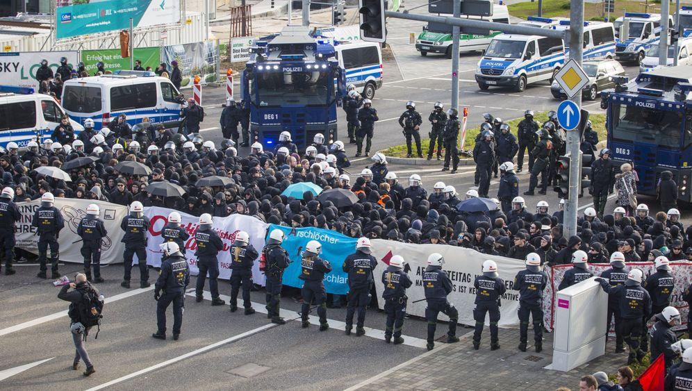 Blockaden in Stuttgart: Demonstranten stören AfD-Parteitag