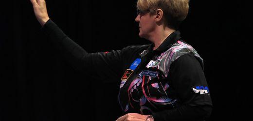 Darts: Lisa Ashton gewinnt als erste Frau überhaupt PDC-Tourkarte