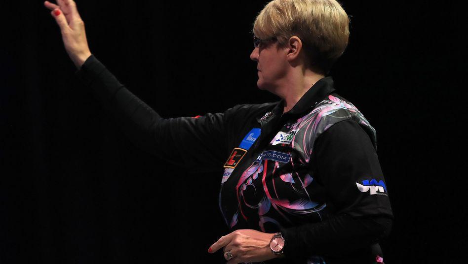 Die viermalige BDO-Weltmeisterin Lisa Ashton will nun in der PDC Erfolge feiern