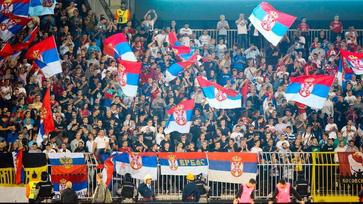Spielabbruch in Belgrad: Drohne, Flagge, Spielabbruch