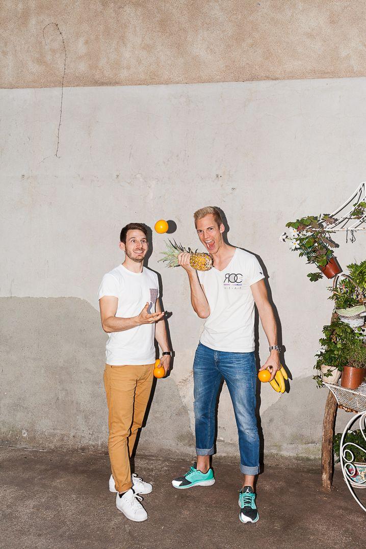 Jonas und Martin auf einer Detox Party in der Kölner Saftbar Kaltpresse