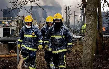 Pause für die Feuerwehrleute: Knapp drei Tage dauerten die Löscharbeiten am Treibstofflager Buncefield