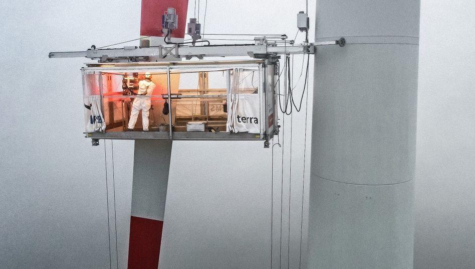 Wartungsarbeiten in einem Windpark