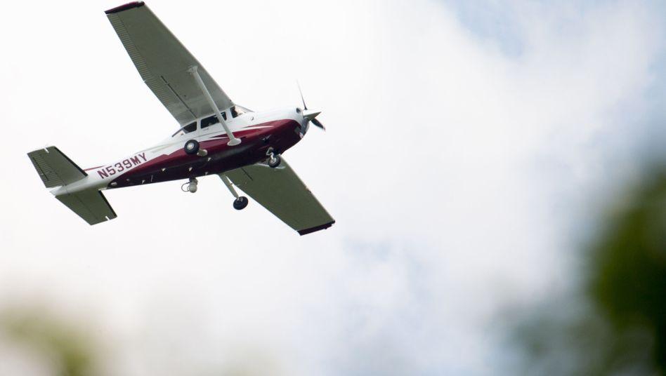 Angebliches FBI-Flugzeug: Seltsame Antennen am Rumpf