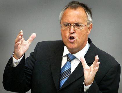 Finanzminister Eichel: Drei Milliarden Euro weniger Steuern