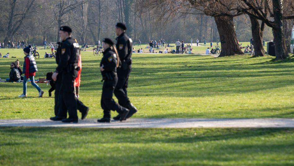 Polizeistreife im Englischen Garten, München