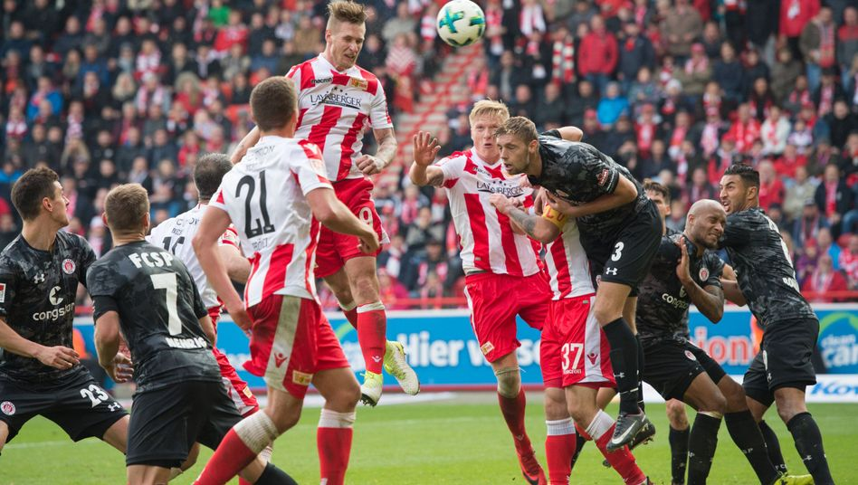 Unions Sebastian Polter köpft zum 1:0-Endstand ein