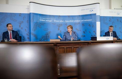 Gesundheitsminister Spahn mit Bundeskanzlerin Merkel und RKI-Chef Wieler