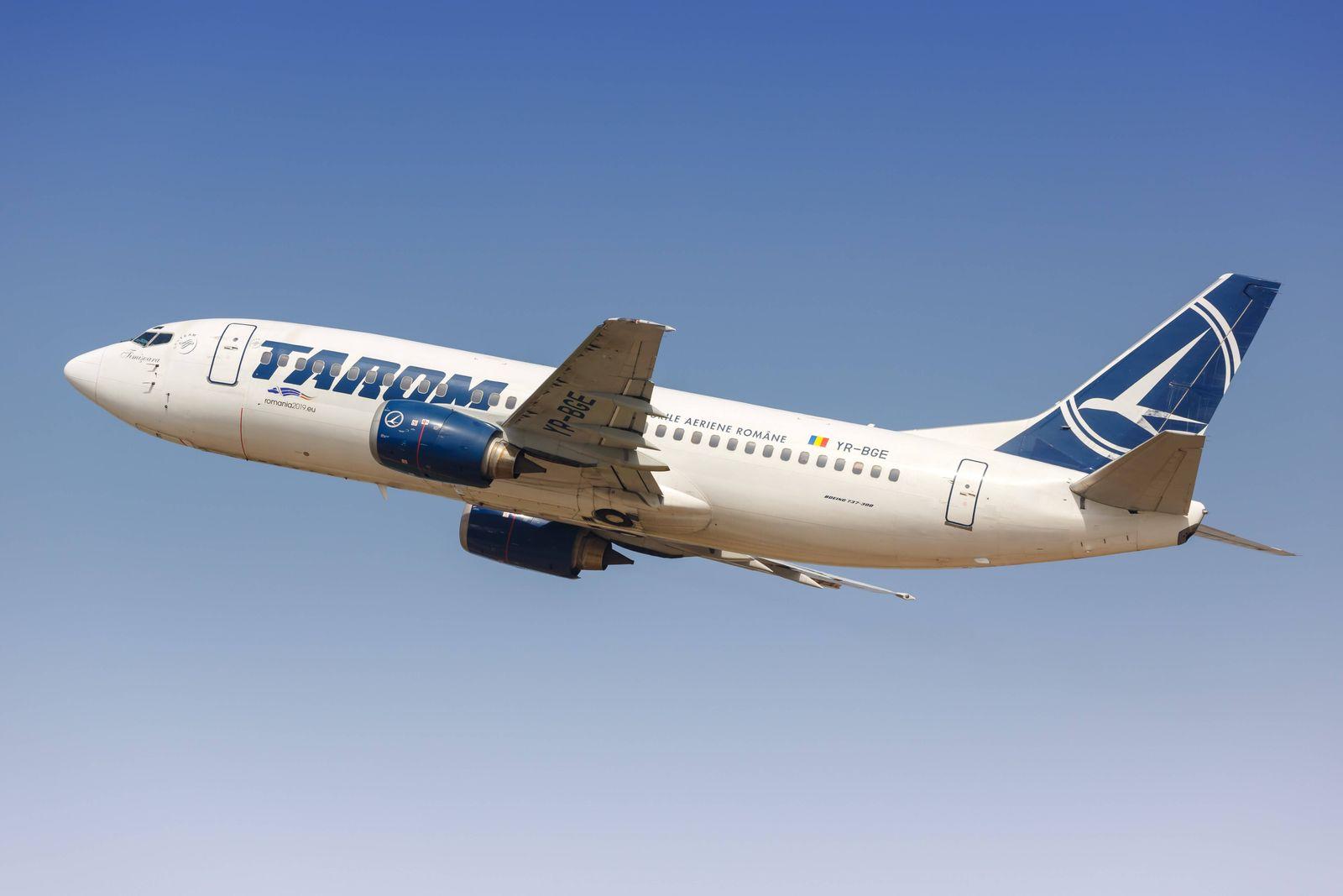Tel Aviv, Israel, 24 Februar 2019: Ein Boeing 737-300 Flugzeug der Tarom mit dem Kennzeichen YR-BGE startet vom Flughafe
