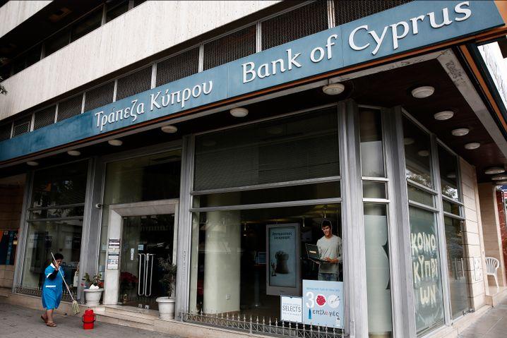 Zyprische Bankfiliale: Hilfe aus Europa erbeten