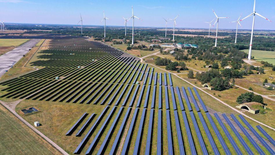 Solarpark auf dem ehemaligen Militärflugplatz in Zerbst, Sachsen-Anhalt