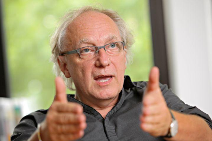 Claus Leggewie ist Professor für Politikwissenschaft und Direktor des Kulturwissenschaftlichen Instituts in Essen.