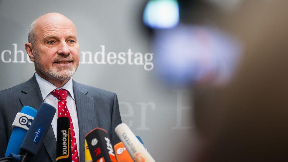 """""""Euro Hawk""""-Ausschuss: """"So ein Minister kann nicht im Amt bleiben"""""""