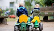 Kinder infizierten sich deutlich seltener mit dem Coronavirus als ihre Eltern