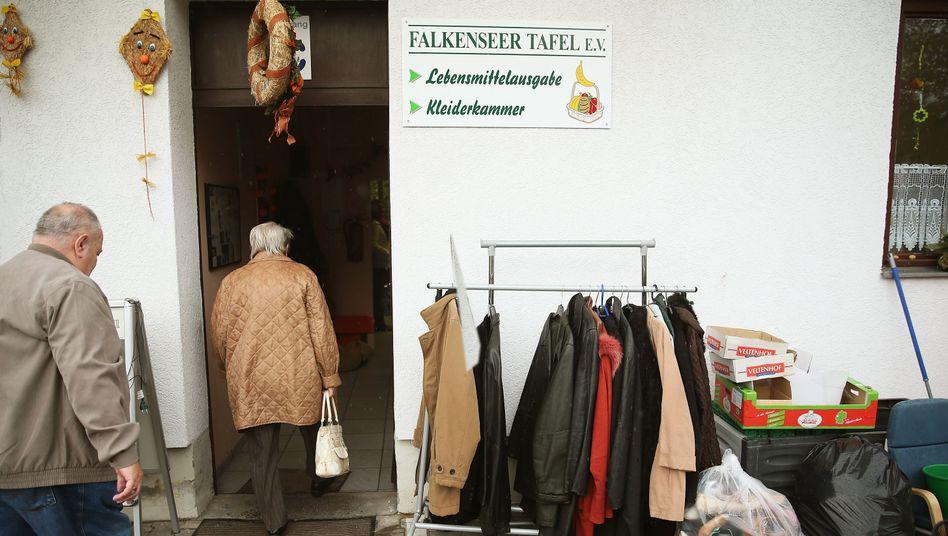 Tafel in Falkensee (Archivbild): Frauen haben ein größeres Armutsrisiko im Alter
