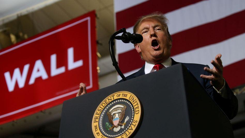 """Donald Trump: Beamte an der Grenze machen """"großartigen Job"""""""