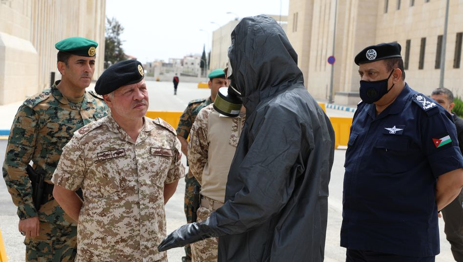 """King Abdullah II: """"I try to strengthen the morale of the people."""""""