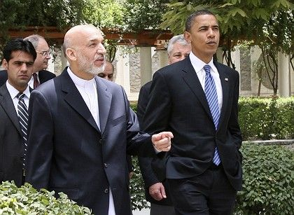 Barack Obama (right) meets with Afghan President Hamid Karzai: Will the Democratic presidential candidate ask Germany to send more troops to Afghanistan this week?