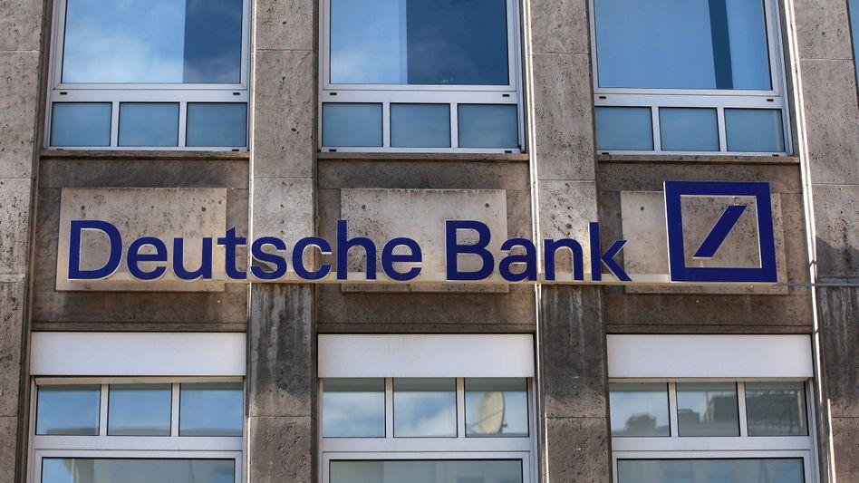 Filiale der Deutschen Bank: Mehraufwand nicht allein auf die Basiskonto-Inhaber umlegen