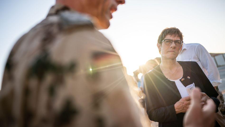 Annegret Kramp-Karrenbauer in Jordanien: Die Tornados sollen hierbleiben