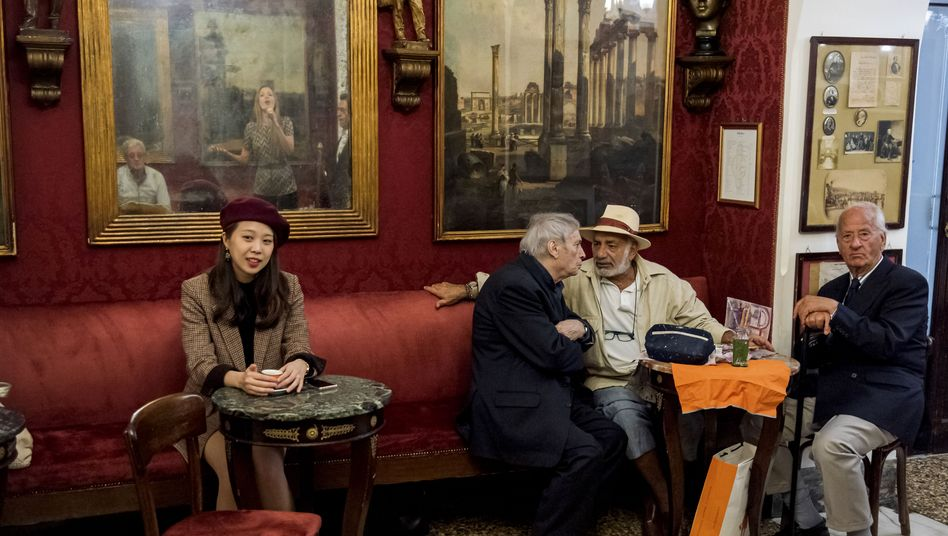 Gäste in einem Kaffee in Rom: Kassenbon schon seit 1987 Pflicht