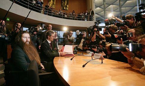 Kurnaz: Entlastende Protokolle verschwunden?
