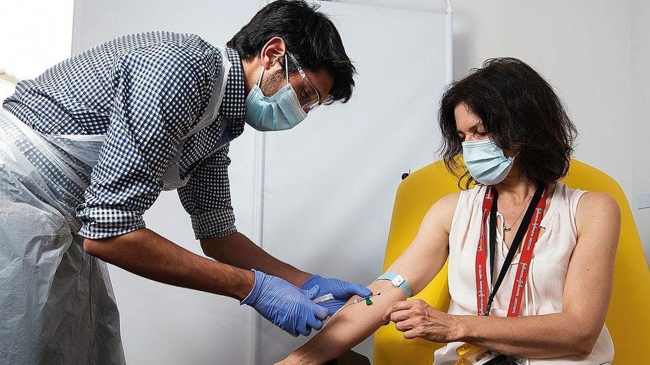 Blutentnahme bei Oxford-Impfstudie:Welches Risiko werden die Menschen in Kauf nehmen?