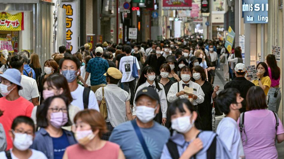 Einkaufsstraße in Osaka: Die Präfektur im Westen Japans meldete kürzlich 890 Coronainfektionen binnen einem Tag