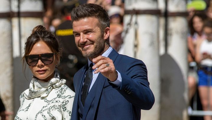 Beckhams urlauben mit Elton John: Ab ins kühle Nass