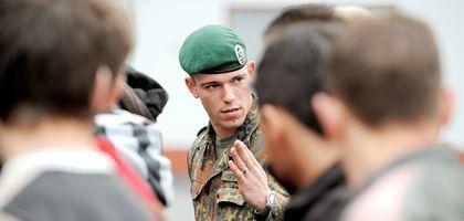 Rekrutenausbildung (in Siegburg): Nicht einmal jeder sechste beim Bund