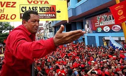 Chavez vor Anhängern (Archivbild): 20 Prozent mehr Mindestlohn
