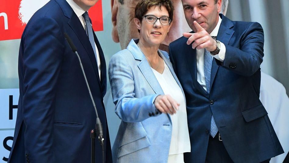 """Annegret Kramp Karrenbauer: """"Die CDU steht weiter hinter Manfred Weber"""""""