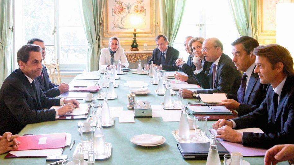 Präsident Sarkozy bei nationaler Krisensitzung: Zweifelhafter Sparwille
