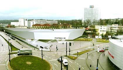 """""""Skulpturale Geste:""""Fotomontage des neuen Museums am Porscheplatz in Stuttgart-Zuffenhausen"""