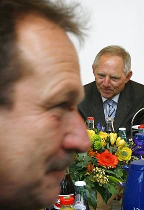 Verhandlungspartner Bsirske, Schäuble: Plötzliche Annäherung