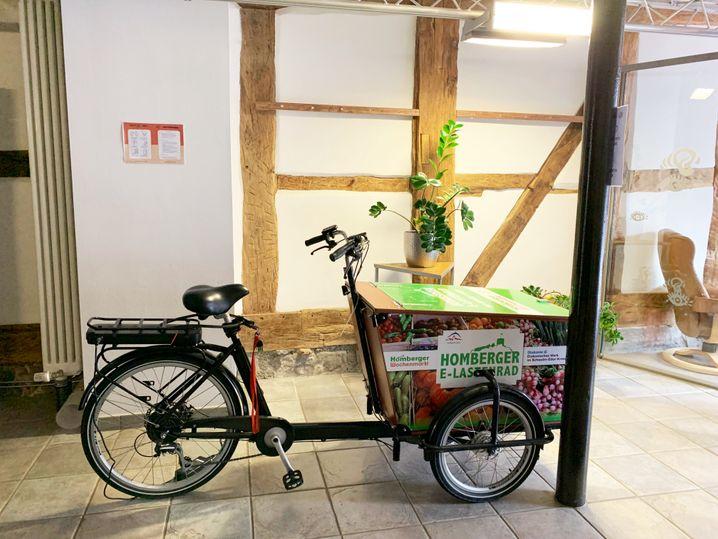 Das von der Stadt Homberg angeschaffte Lastenrad parkt jetzt im Co-Working-Space – weil der Motor so schwach ist, wird es aber auch jetzt nur selten genutzt