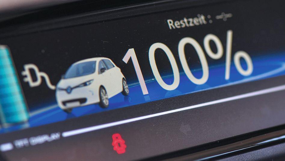 Industrie setzt auf Technologiewechsel: Cockpitanzeige in einem Elektroauto vom Typ Renault Zoe