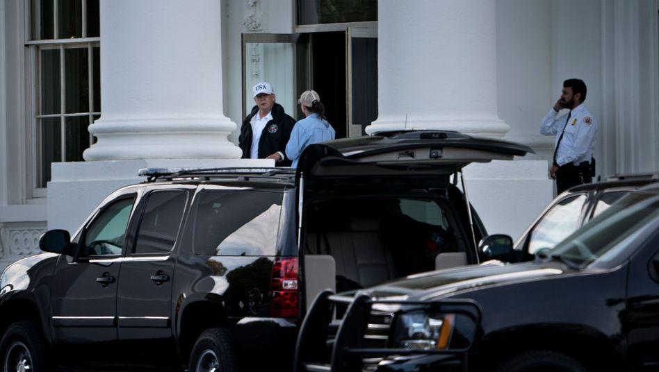 Donald Trump vor dem Weißen Haus