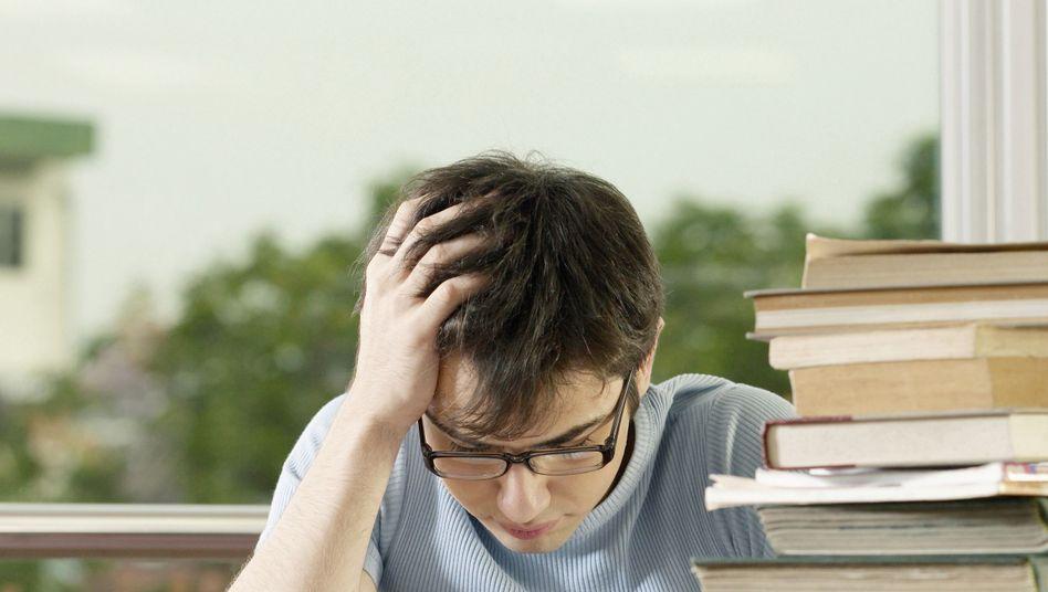 Büffeln für den Titel: Studiert, promoviert - und abgelehnt