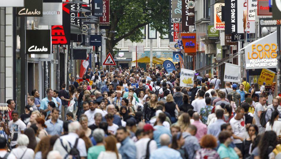 Passanten in Köln