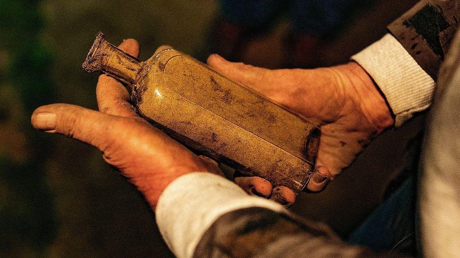 Geborgene Beal-Flasche mit historischem Saatgut