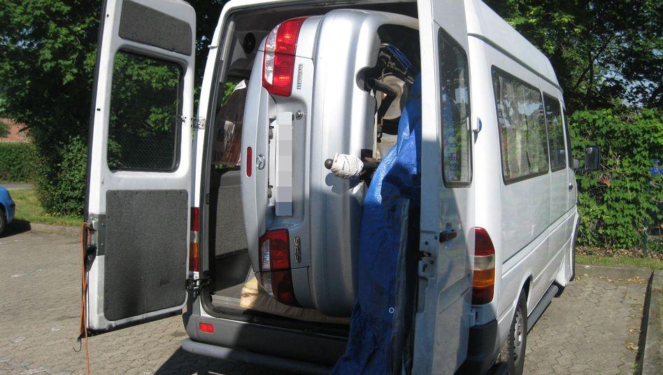 Hochkant im Transporter: Heckklappen gingen nicht zu